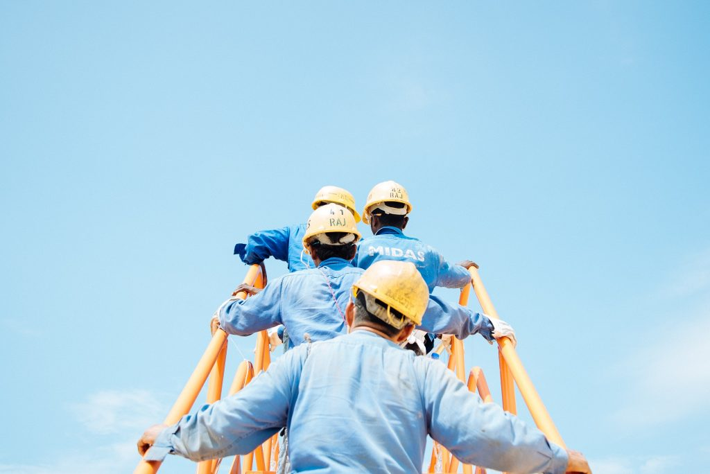 Pros & Cons of Buying vs. Leasing Construction Equipment